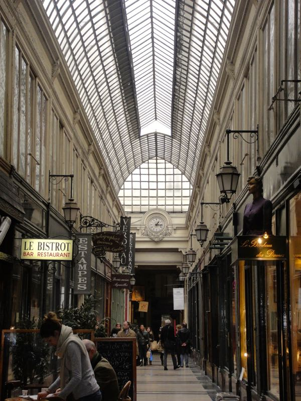 Paris_galeries_passages_Colbert_2