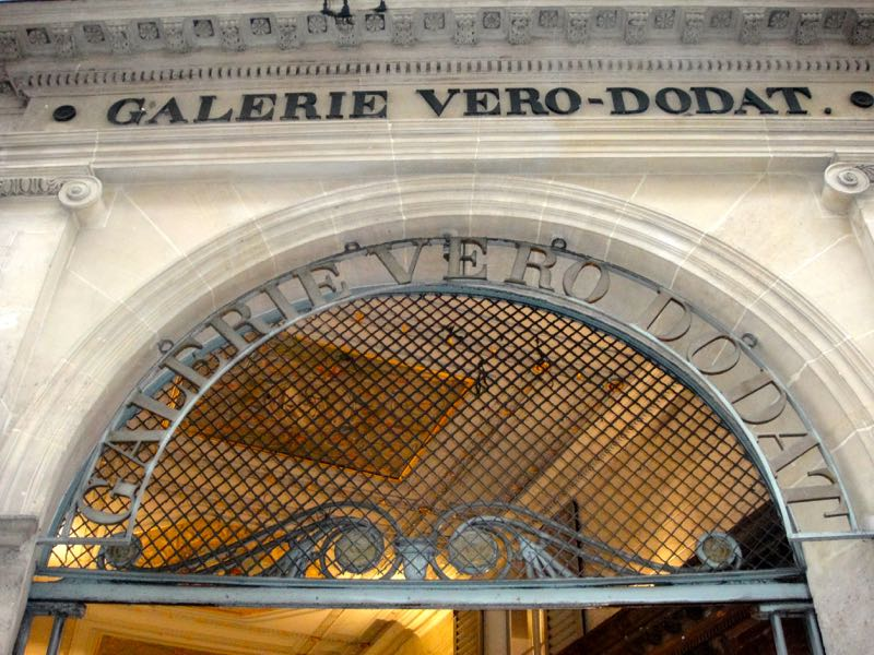 Paris_galeries_passages_VeroDodat_1