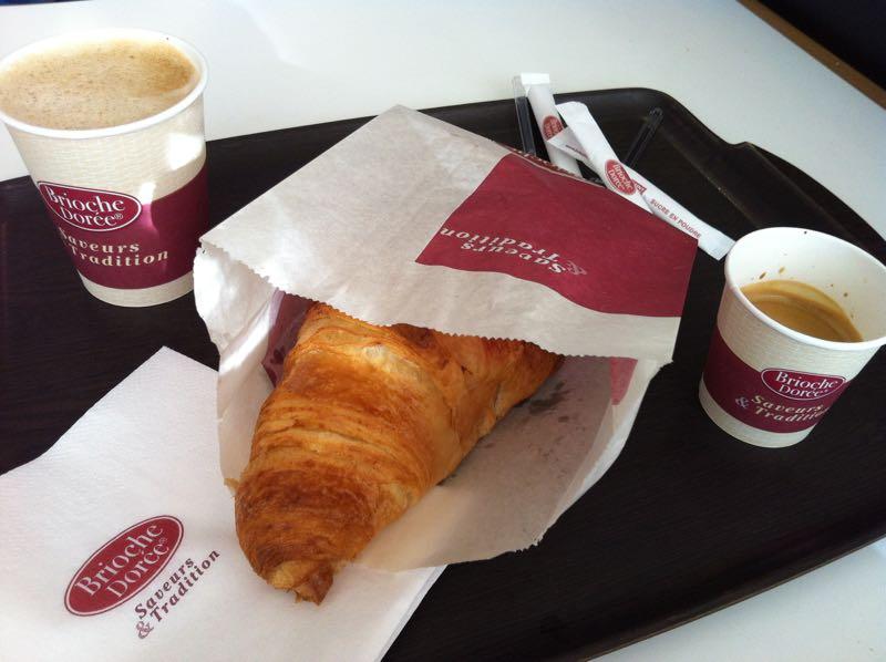 Comer_Paris_croissant