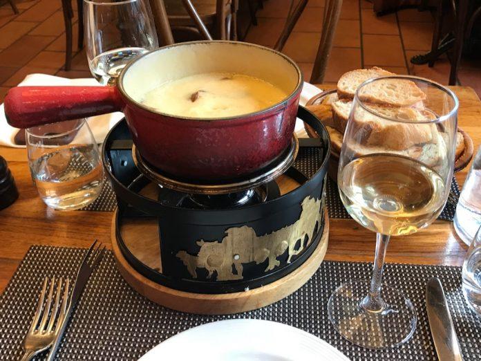 O que comer na suíça destaque fondue