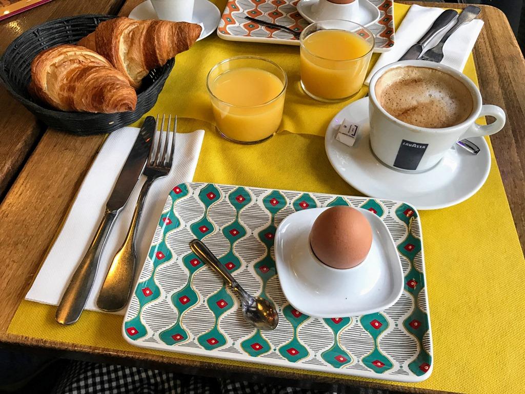 como economizar em Paris cafe da manha