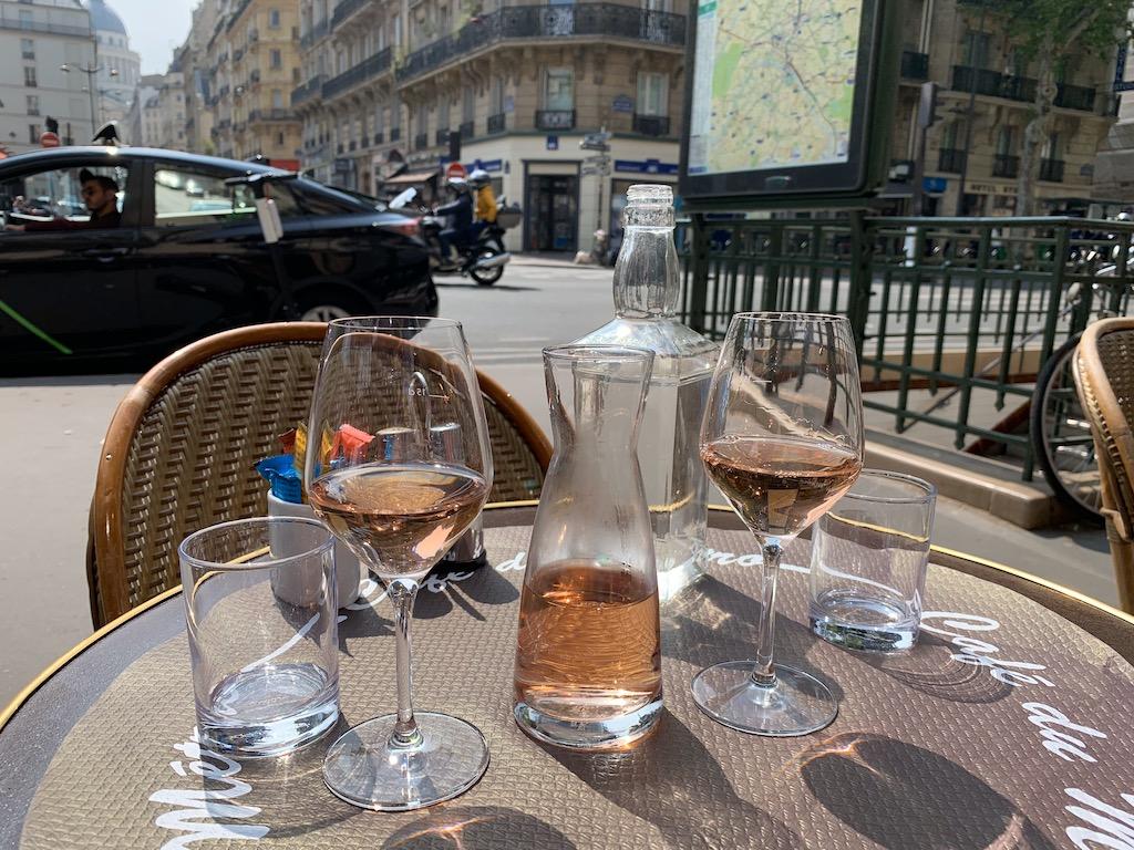 Como economizar em Paris pichet