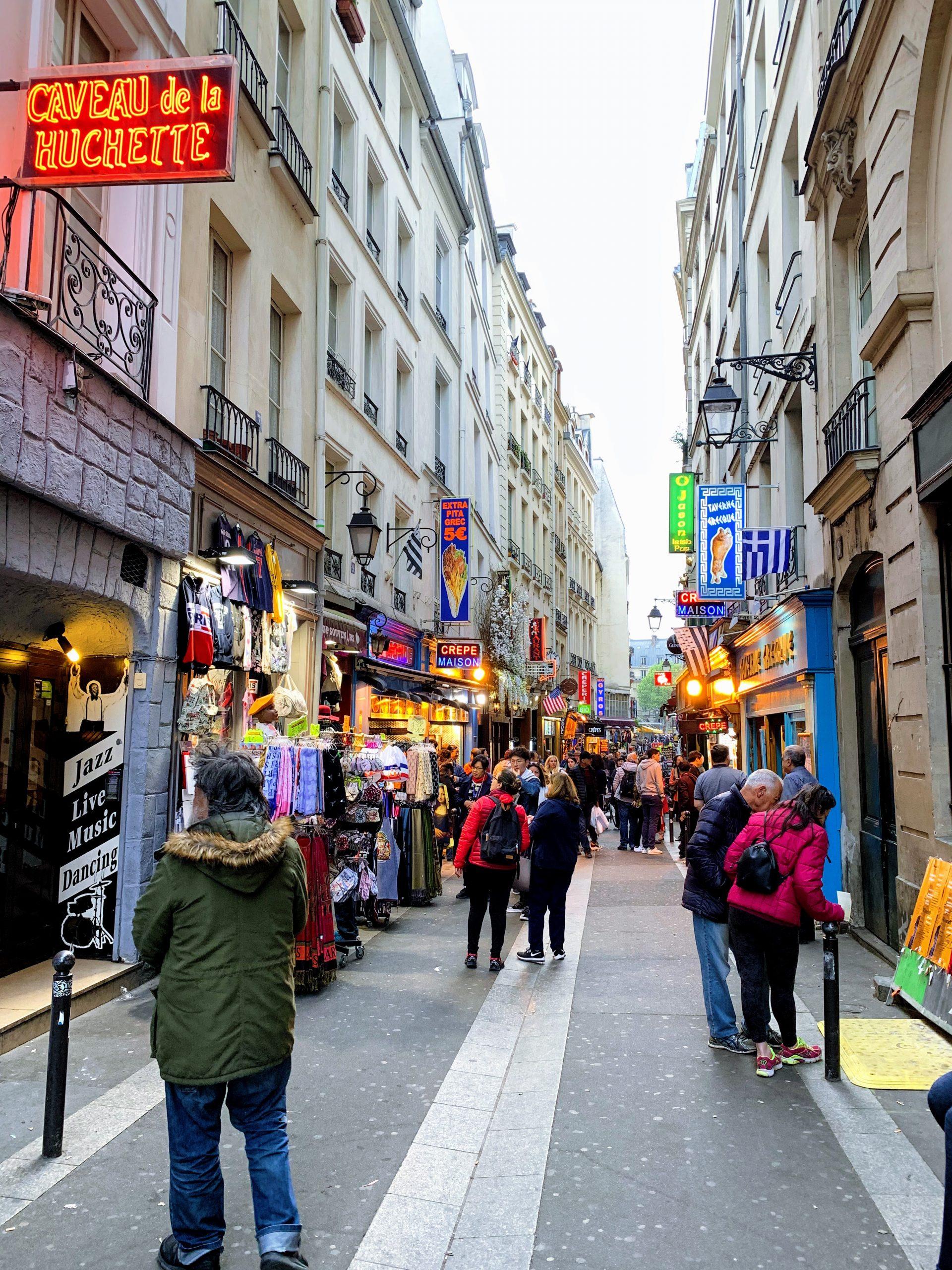 como economizar em Paris rue de la huchette